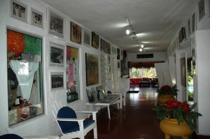 Inside Los Flamingos