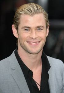 chris-hemsworth-uk-premiere-snow-white-and-the-huntsman-01