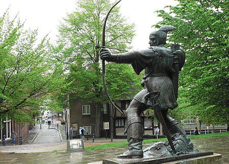 Nottingham_Robin_Hood_statue.jpg