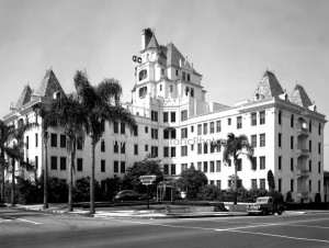 Hollywood Tower 1940 at 6200 Franklin Ave.