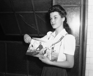05 Nov 1942, Los Angeles, California, USA --- Peggy Satterlee shows a photo of herself and Errol Flynn on his yacht during his trial at a Los Angeles courthouse. Satterlee accused Flynn of committing statutory rape against her on the yacht. --- Image by © Bettmann/CORBIS