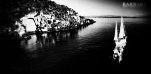 sail-barbary-to-the-maori-rock-carvings-1~2
