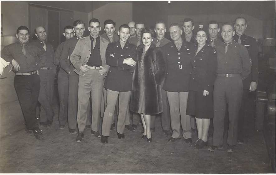 Olivia-de-Havilland-USO-Tour.jpeg
